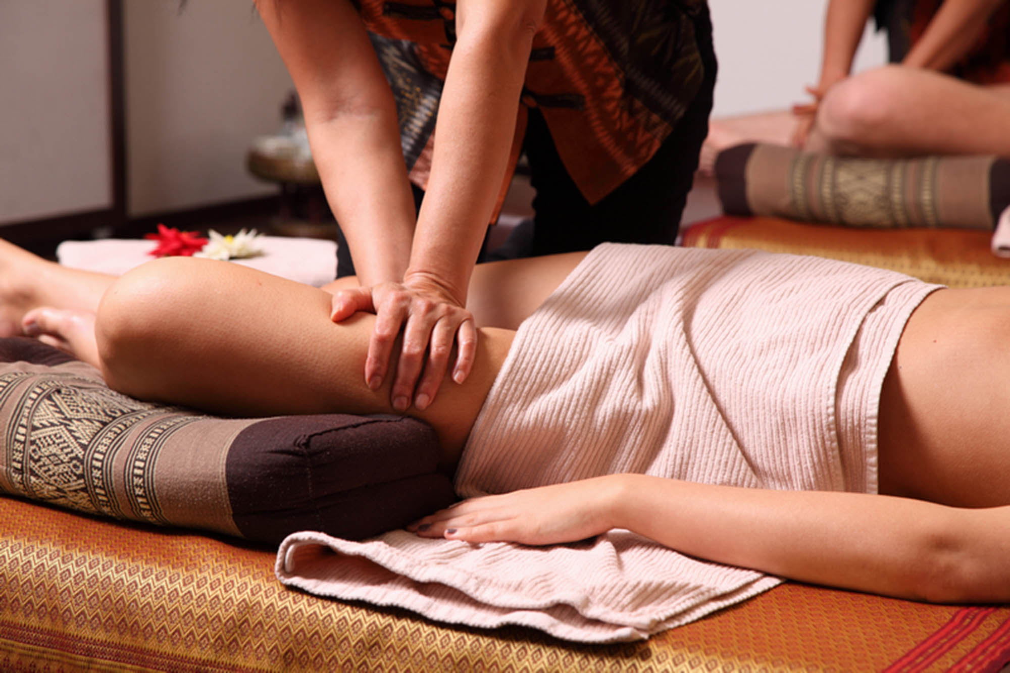 Traditionelle Thai-Massage am Bein
